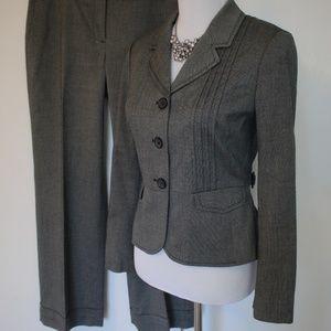 ANN TAYLOR LOFT Size 8P Gray Suit Pants & Blazer